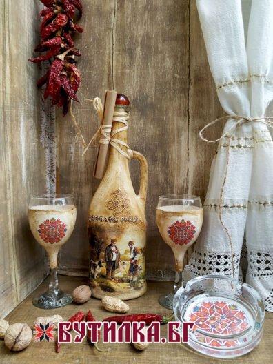 Бутилка за ракия с дръжка, две чаши за ракия на столче и пепелник